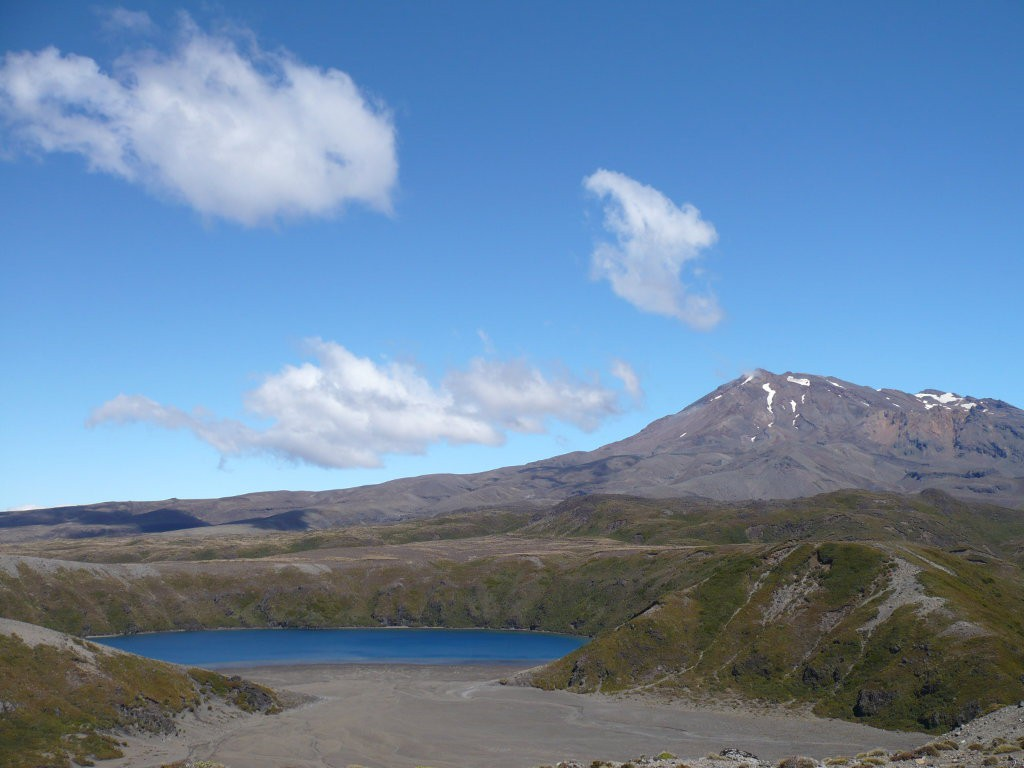 nz_tongariro-national-park_tama-lake
