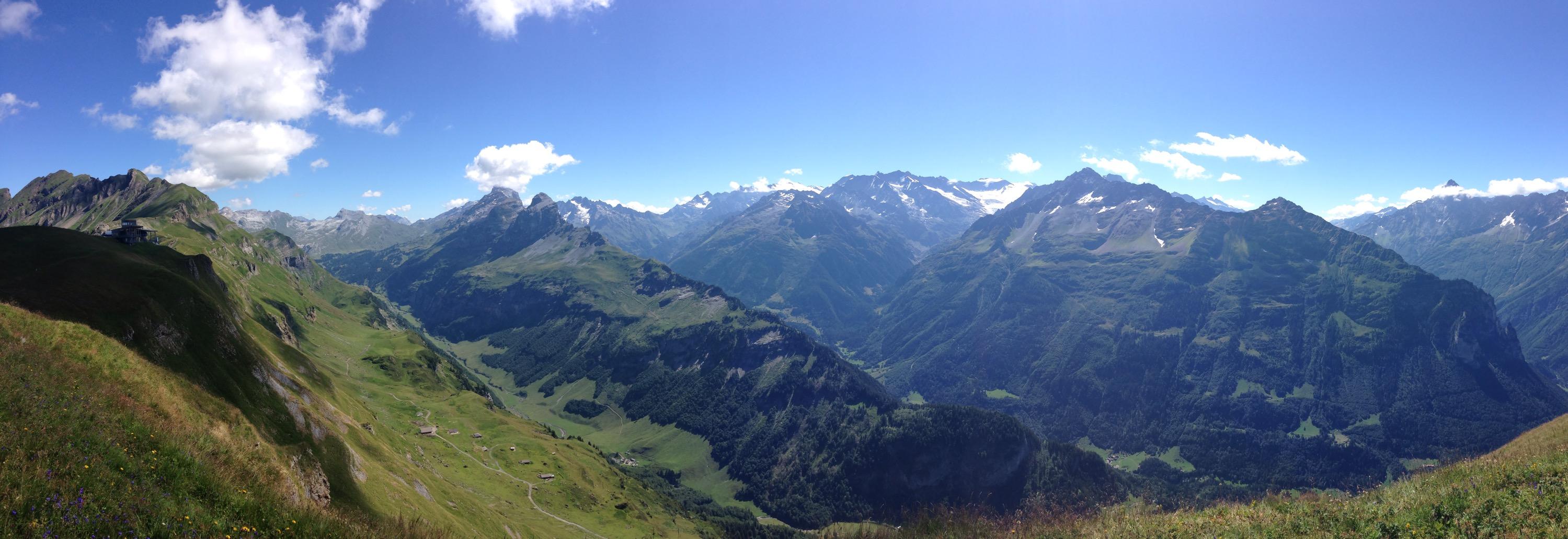 Panormablick vom Alpentower bei Meiringen-Hasliberg